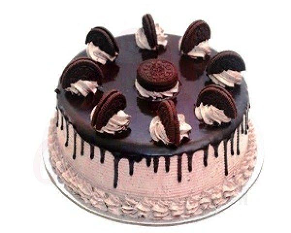 Oreo Vanilla Cake with Chocolate Cream